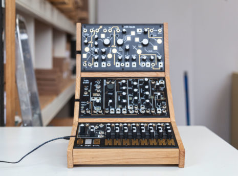 2-Many-Synths---Make-Noise-stand-for-3---IMG_9707