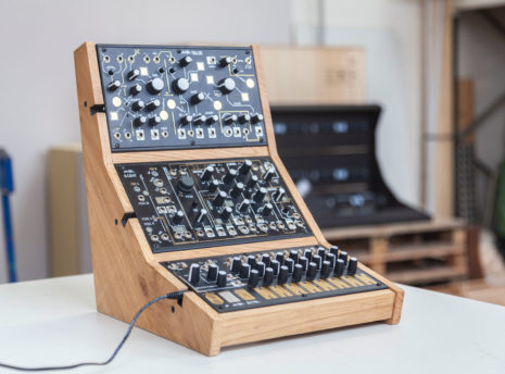 2-Many-Synths---Make-Noise-stand-for-3---IMG_9722