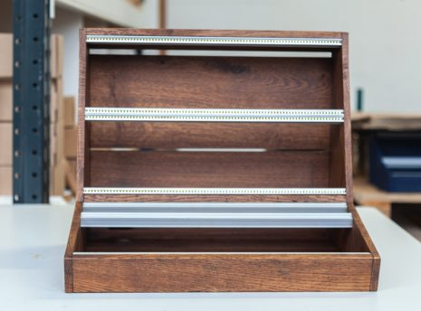 2-Many-Synths---Solid-Oak-Eurorack-case-10U-84HP-(inspired-by-EMS-VCS3)-IMG_9009