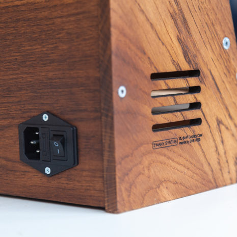2-Many-Synths---Solid-Oak-Eurorack-case-10U-84HP-(inspired-by-EMS-VCS3)-IMG_9024