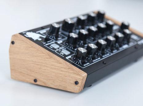 Moog Minitaur - 2 Many Synths - solid Oak side panels (7)